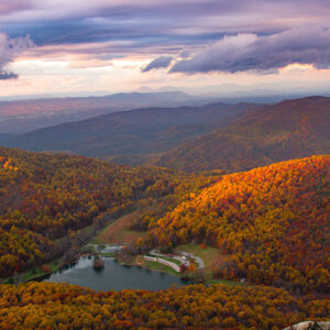 The view from Sharp Top Mountain / Photo by Isaac Wendland on Unsplash